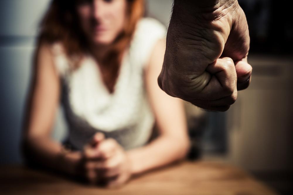 ВБашкирии мужчина избил металлической цепью свою девушку занеприготовленный ужин
