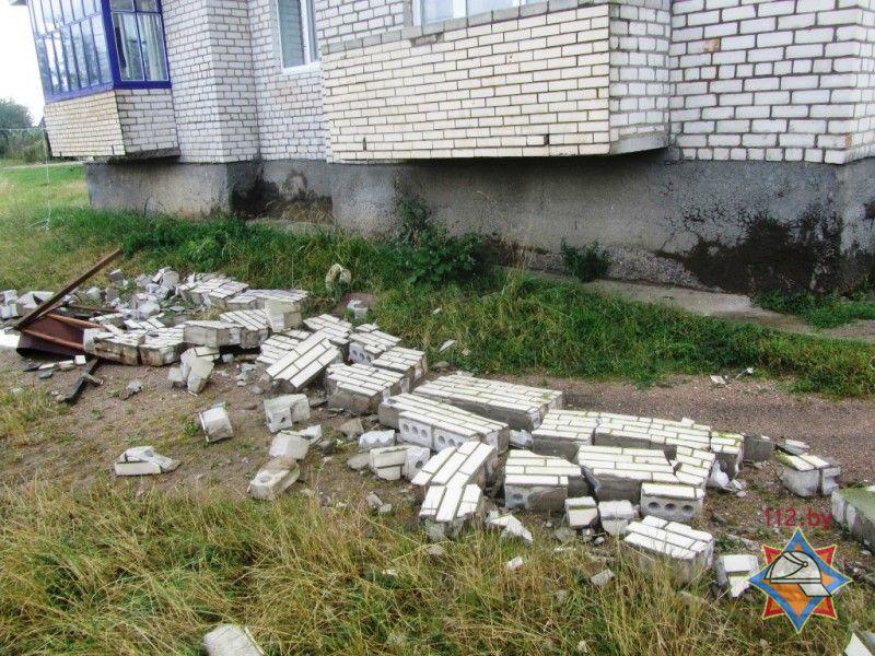 В волковысском районе из-за сильного ветра обвалился балкон.