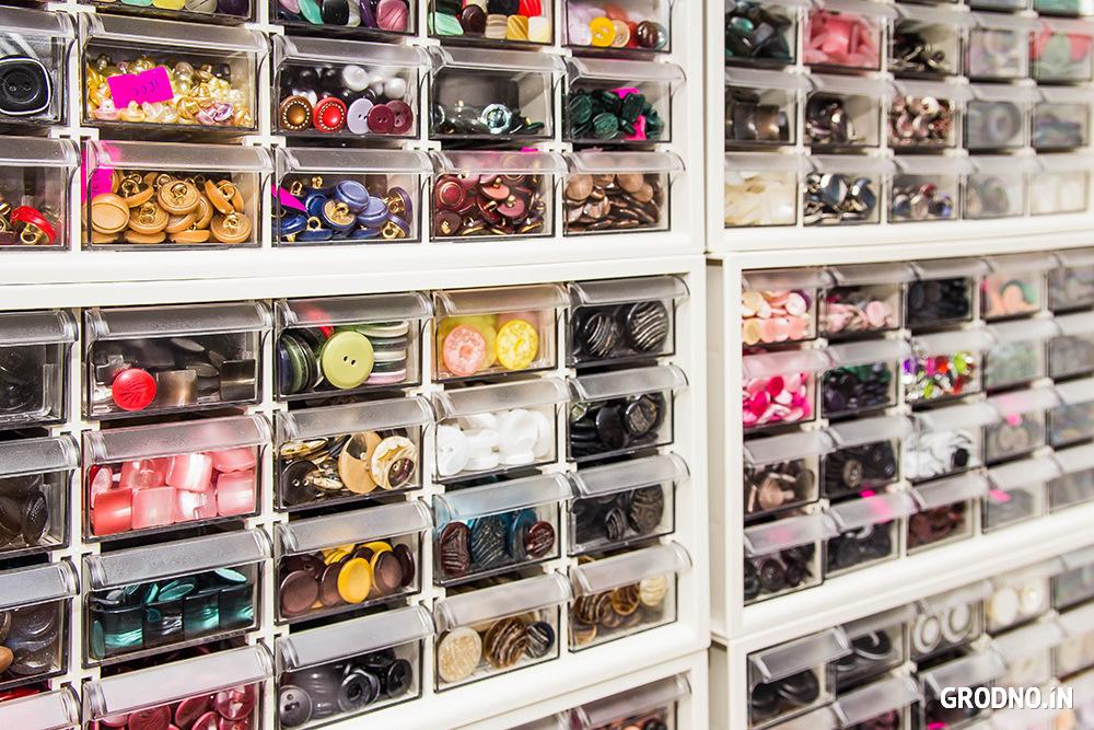 612507e10904f Приятная новость для рукодельниц: в магазинах большое поступление  фоамирана*. В наличии более 40 цветов. Цена от 50 коп.