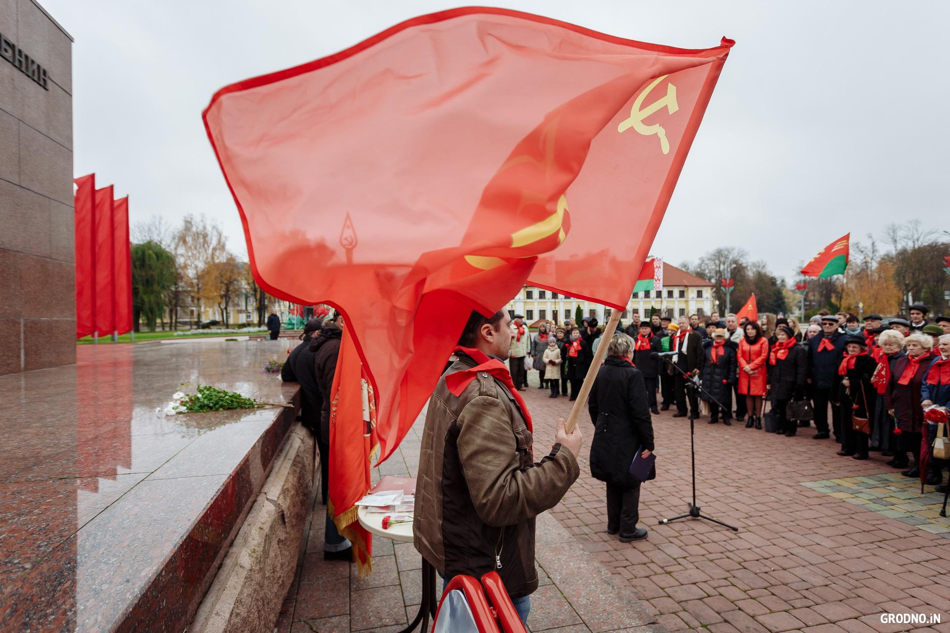 Гири смешная, фото день октябрьской революции